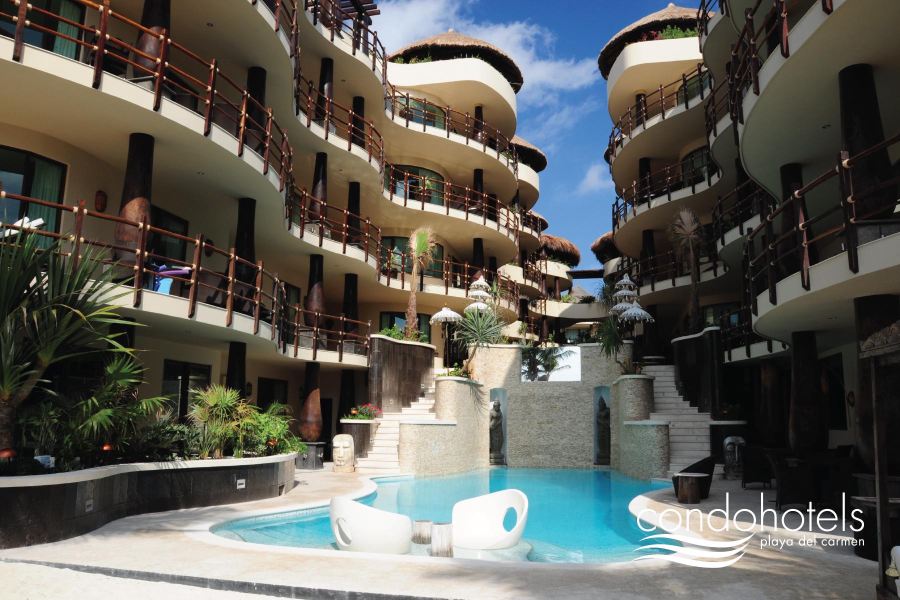 El Taj Oceanfront & Beahside Condo Hotel